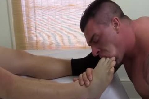 Tattooed And muscular Hunk Swallows His superlatively good Blokes Feet